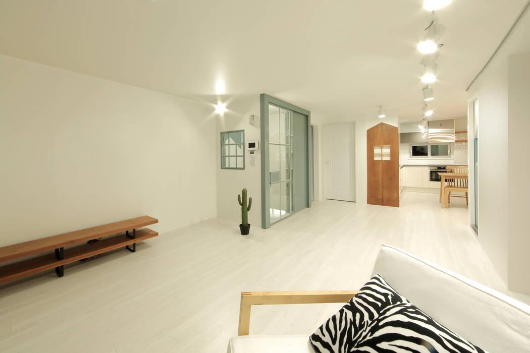 现代客厅設計點子、靈感 & 圖片 根據 designvom 現代風