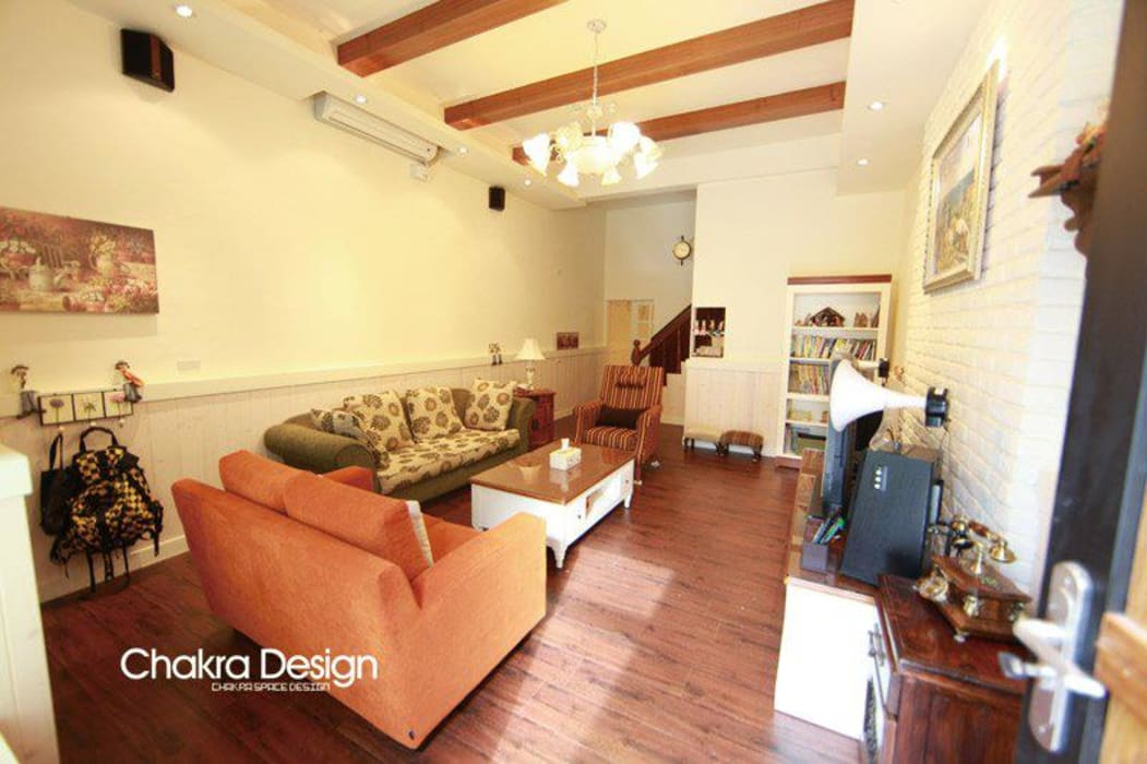 Living room by 七輪空間設計,