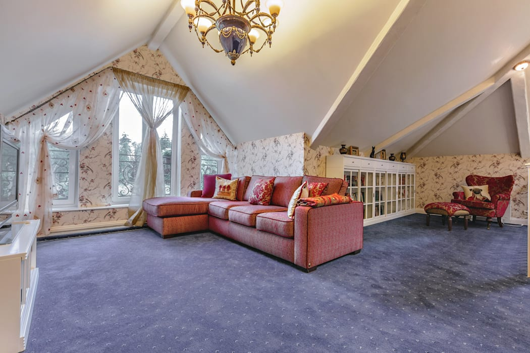 Classic style living room by Дизайн бюро Оксаны Моссур Classic