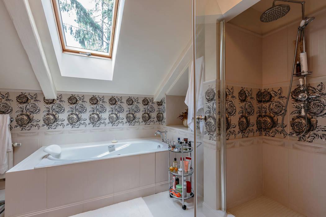Роскошный интерьер загородного дома в английском стиле Ванная в классическом стиле от Дизайн бюро Оксаны Моссур Классический