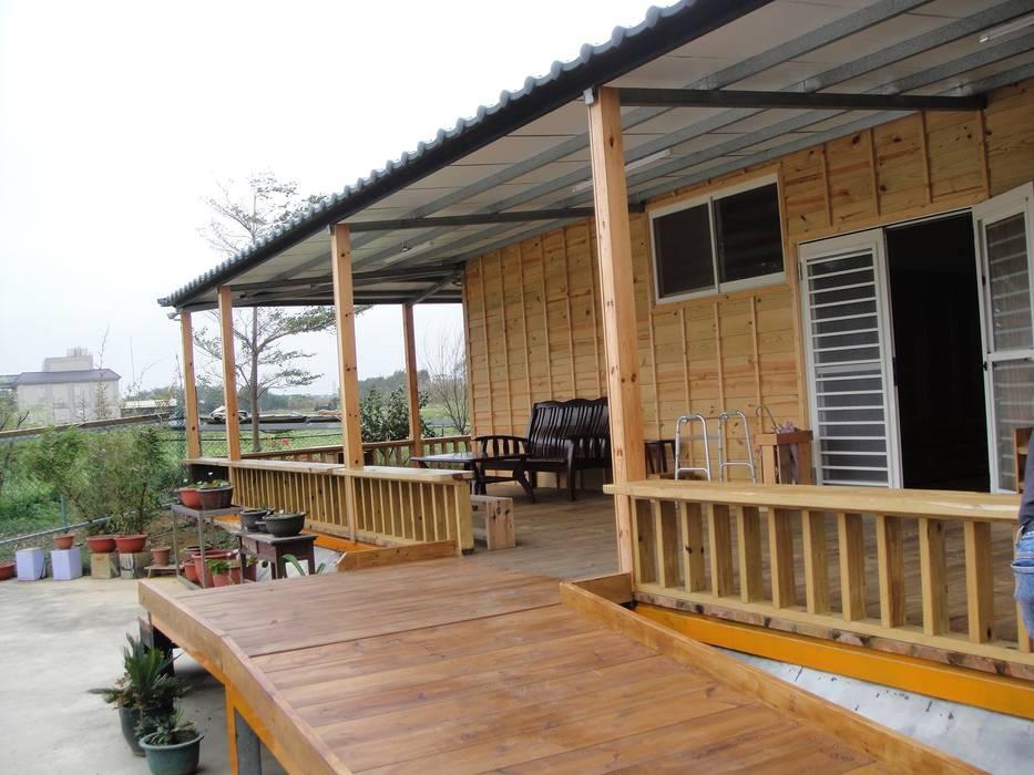 自地自建-鋼構木屋農舍:  房子 by 鄉村東和鋼構木屋,