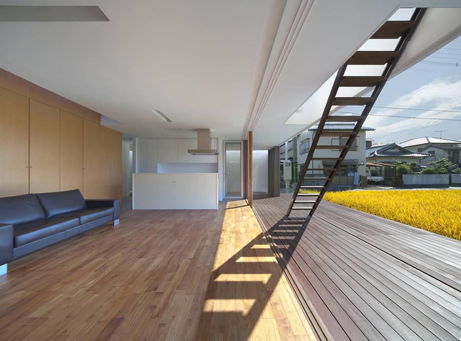 Modern Living Room by 森裕建築設計事務所 / Mori Architect Office Modern