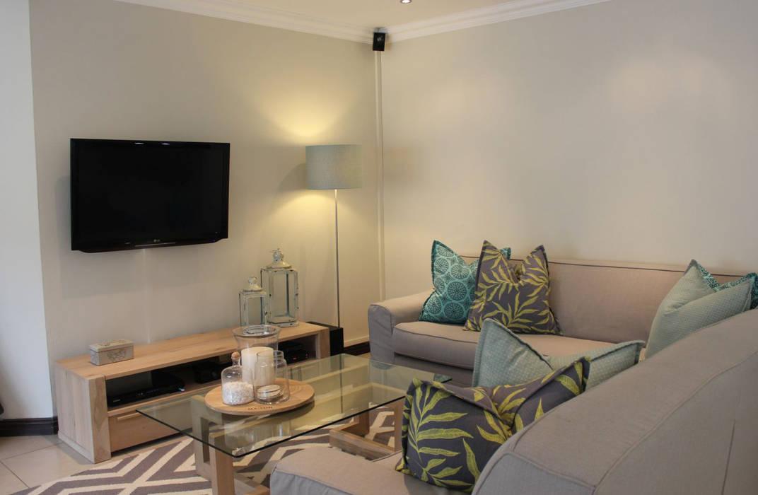 SANTE FE CRESCENT:  Living room by Covet Design