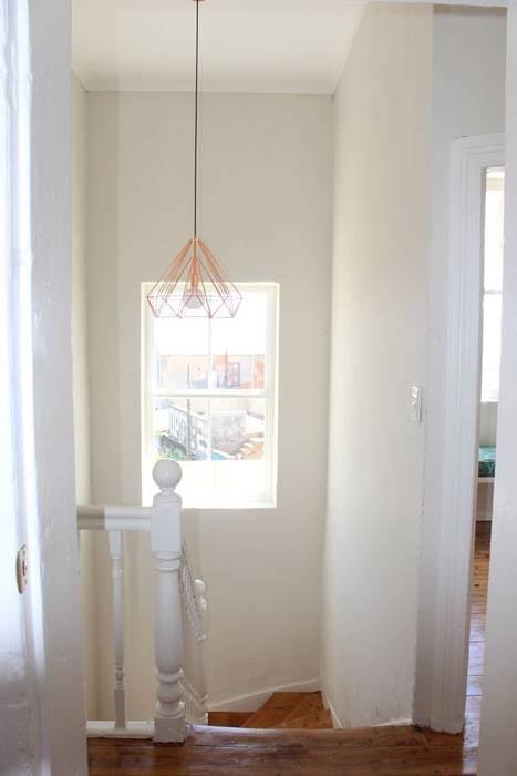 Pasillos, vestíbulos y escaleras de estilo ecléctico de Covet Design Ecléctico