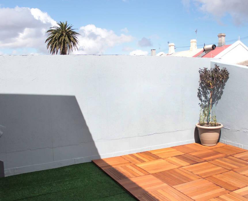 Balkon, Beranda & Teras Klasik Oleh Covet Design Klasik