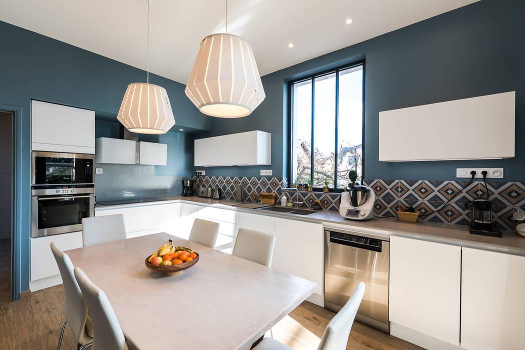 Cuisine contemporaine et douce maison bourgeoise: cuisine de style ...