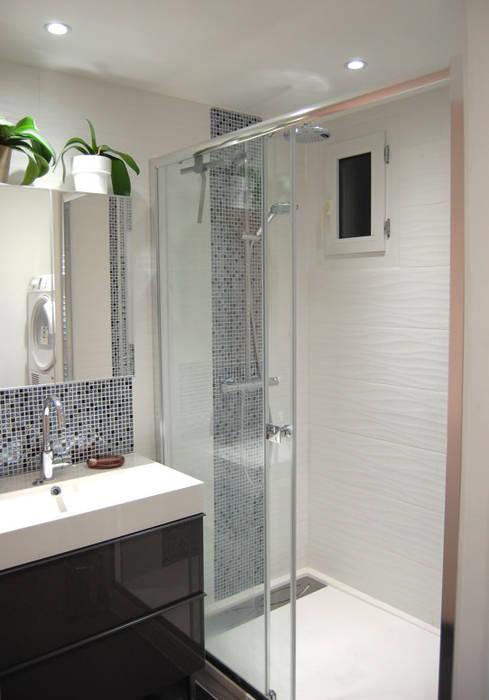 Salle de bain noir et blanc et touche de couleur rose: salle ...