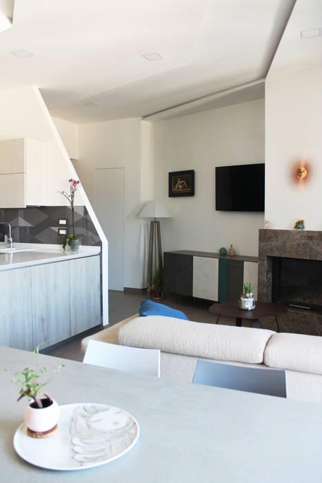 Il living open space: Soggiorno in stile in stile Moderno di Arch. Rosalba Di Maio
