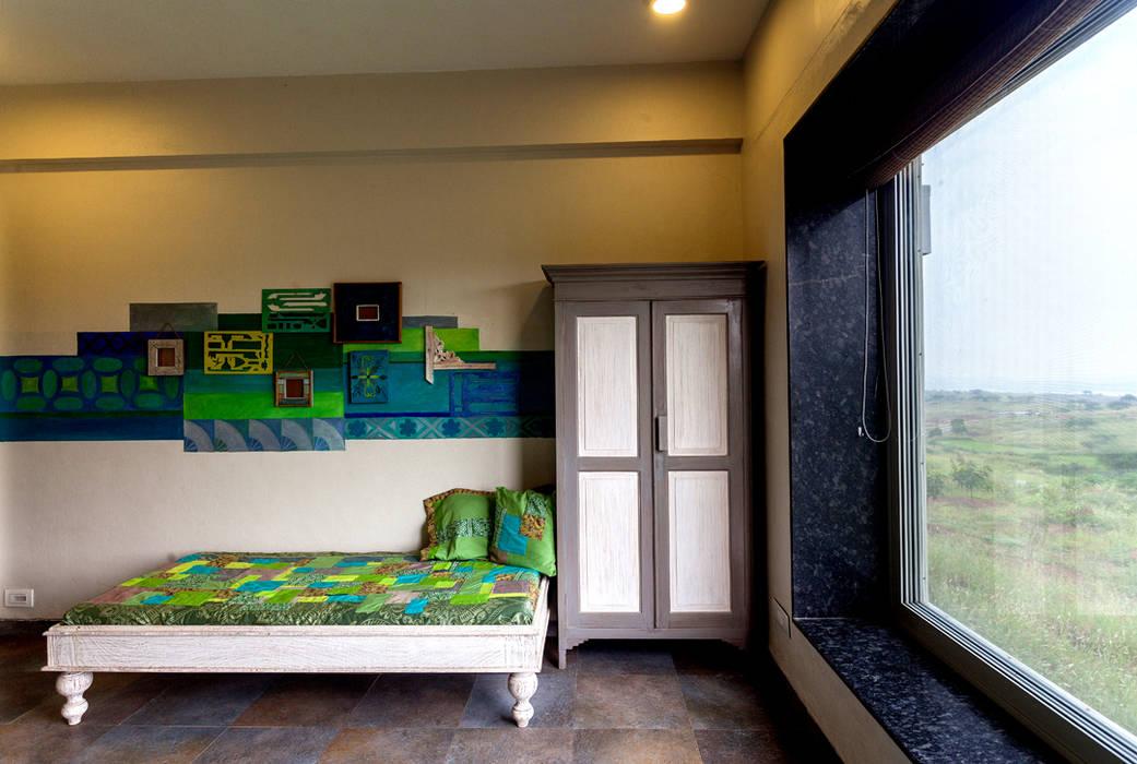 Kavardhara Villa Rustic style bedroom by Inscape Designers Rustic