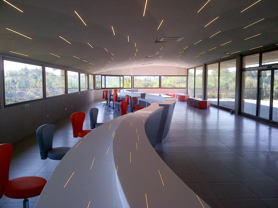 Reception Girasole: Hotel in stile  di Studio Associato TOP (Tecnici Operatori Progettisti) - Bruschetini Architetti & Partners