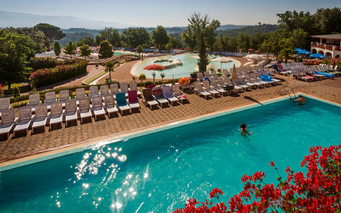 Vista della laguna S. Andrea: Hotel in stile  di Studio Associato TOP (Tecnici Operatori Progettisti) - Bruschetini Architetti & Partners