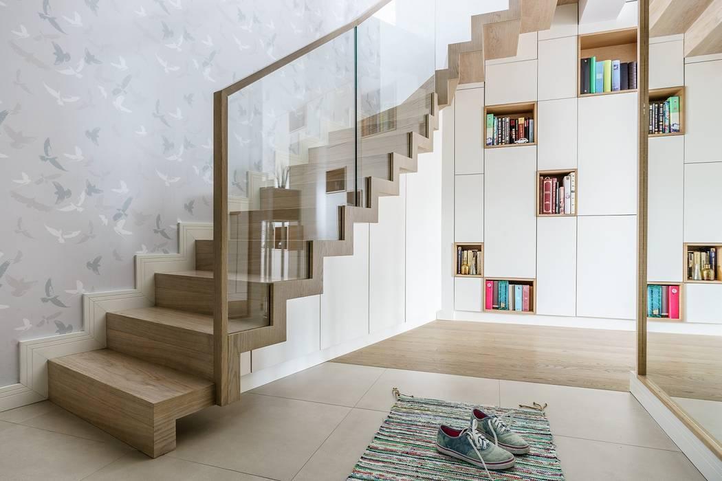 family spot - realizacja Skandynawski korytarz, przedpokój i schody od Saje Architekci Joanna Morkowska-Saj Skandynawski