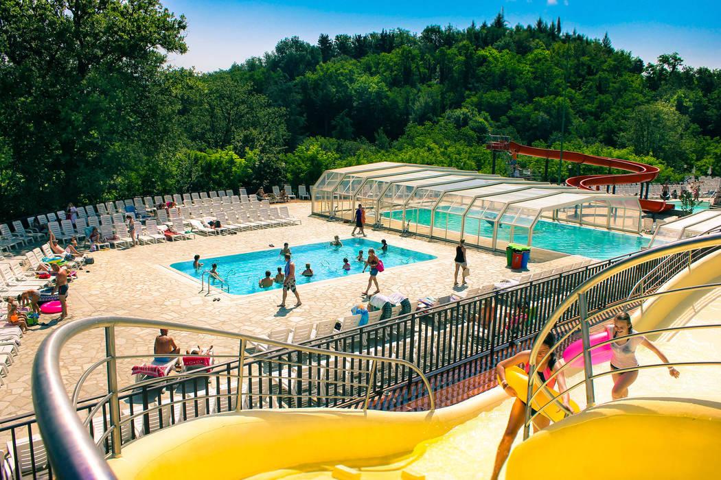 Zona piscine Norcenni: Hotel in stile  di Studio Associato TOP (Tecnici Operatori Progettisti) - Bruschetini Architetti & Partners