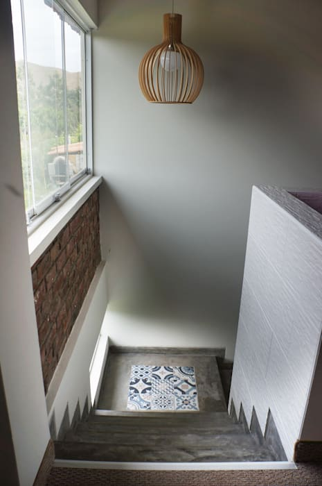 Rustic style corridor, hallway & stairs by malu goni Rustic