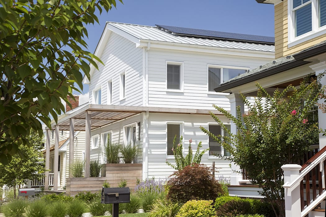 Southern elevation with solar electric system Classic style houses by ZeroEnergy Design Classic