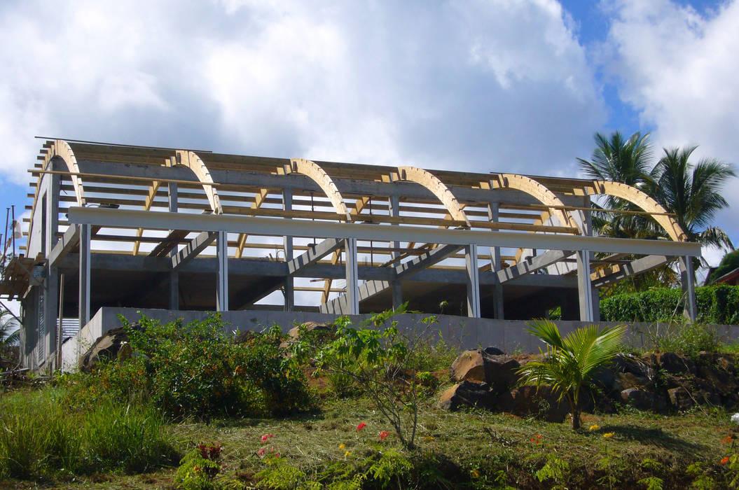 Maison Bel: Maisons de style  par Jean-Marc Achy Architecte DPLG, Tropical