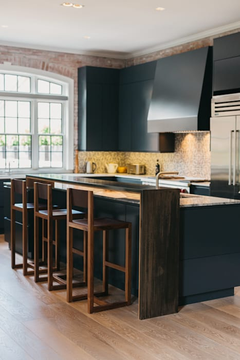 Modern vibe Industrial style kitchen by FLUID LIVING STUDIO Industrial