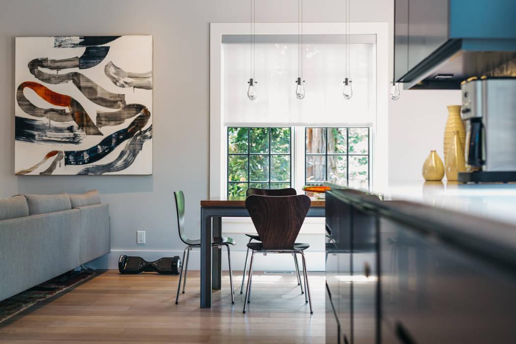 Modern dining room by FLUID LIVING STUDIO Modern