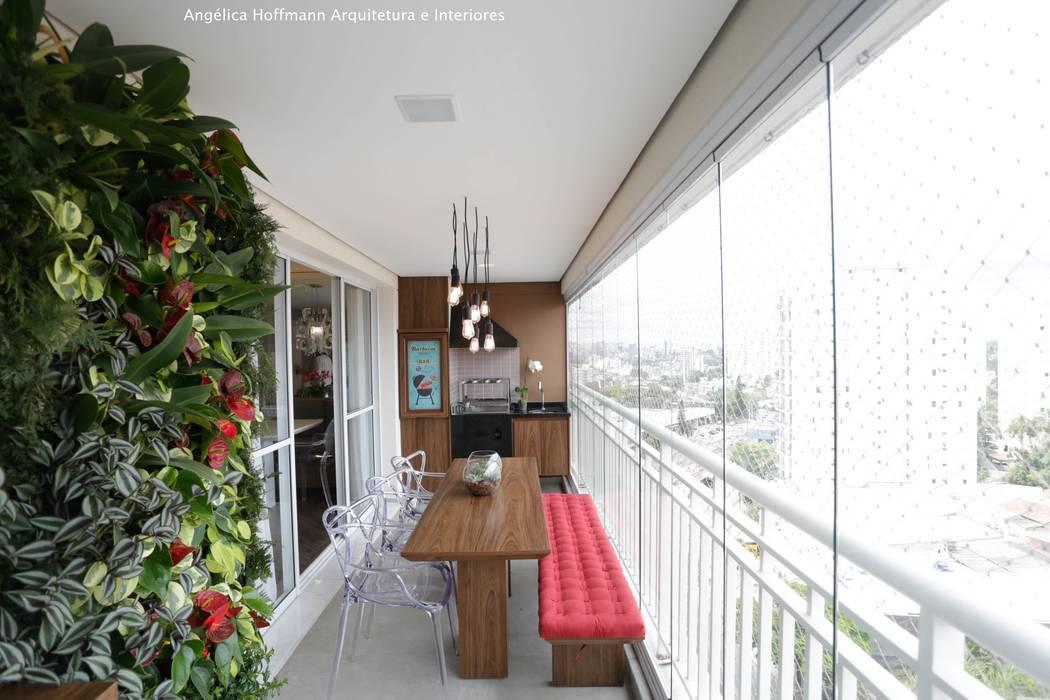 Balcones y terrazas modernos de Angelica Hoffmann Arquitetura e Interiores Moderno