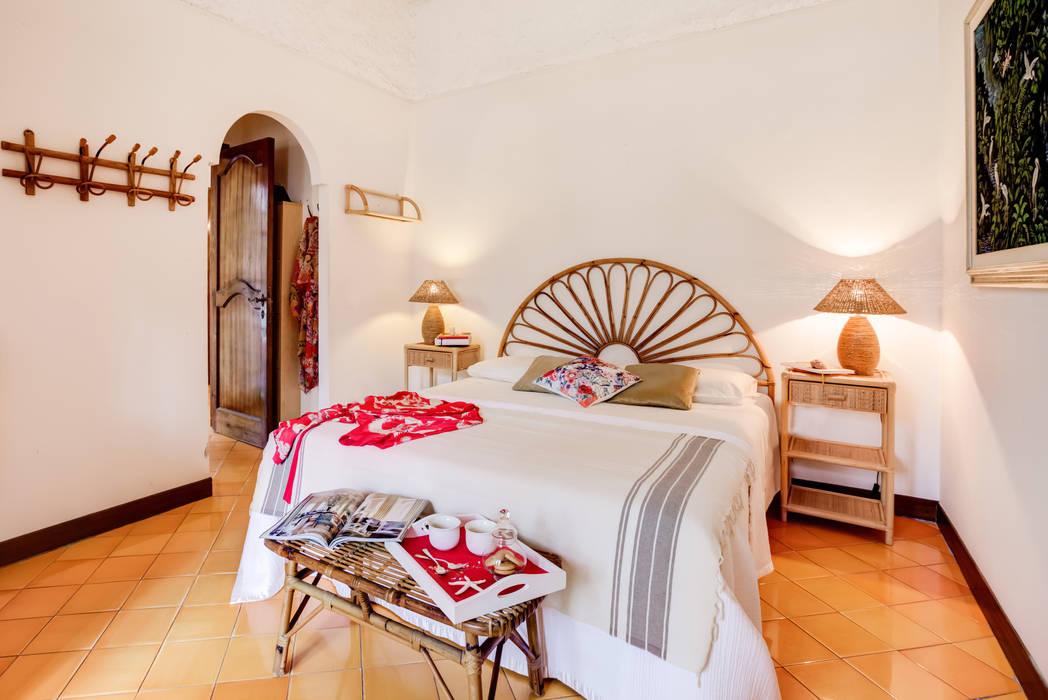 Home staging - villa al mare - sabaudia: camera da letto in stile di ...