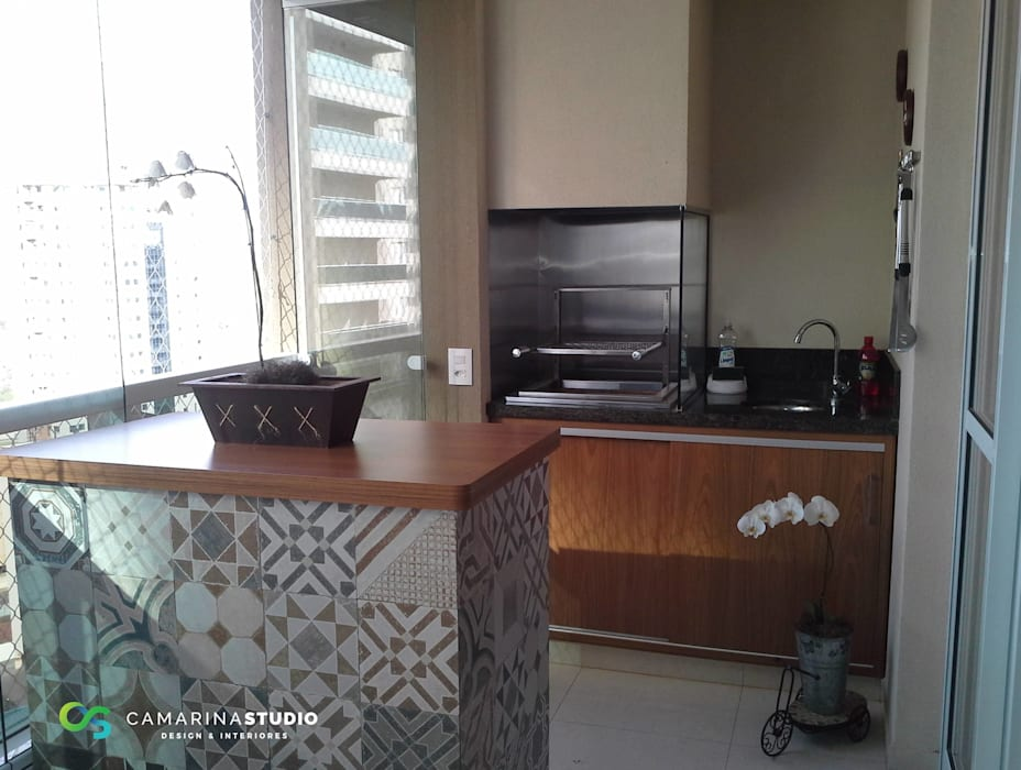 Apartamento contemporâneo Varandas, alpendres e terraços modernos por Camarina Studio Moderno