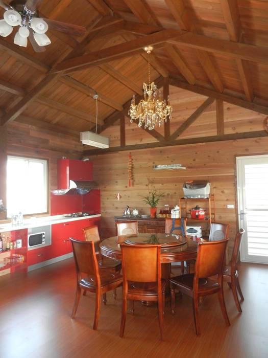 木屋 室內 廚房及餐廳 根據 山田小草木作場 田園風 實木 Multicolored