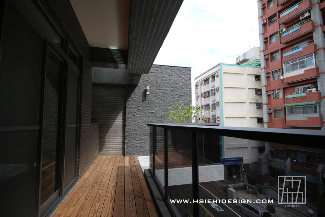 Balkon, Beranda & Teras Gaya Asia Oleh 協億室內設計有限公司 Asia