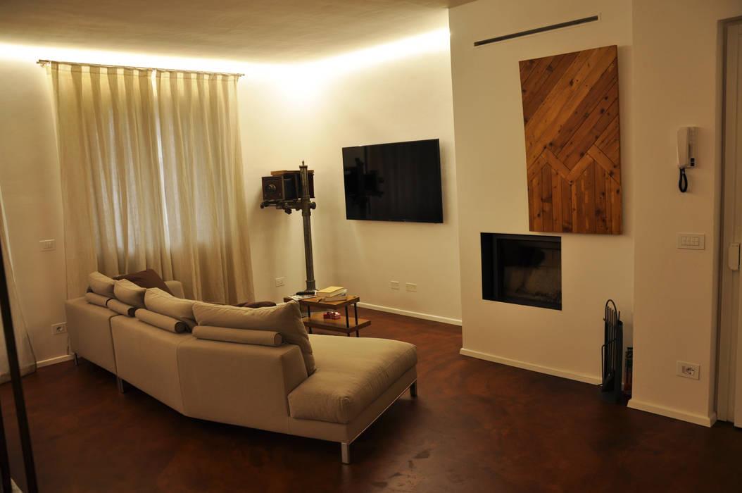 soggiorno minimal caminetto aperto: Soggiorno in stile in stile Moderno di cARTE di Andrea Giannozzi