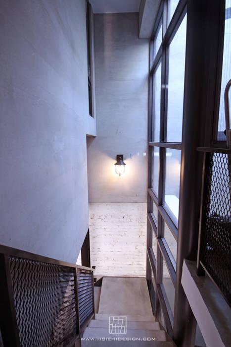 ทางเดินในสไตล์อุตสาหกรรมห้องโถงและบันได โดย 協億室內設計有限公司 อินดัสเตรียล