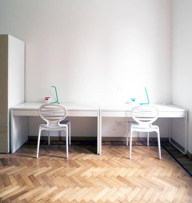CAMERA BIMBI: Camera da letto in stile in stile Eclettico di Luigi Brenna Architetto
