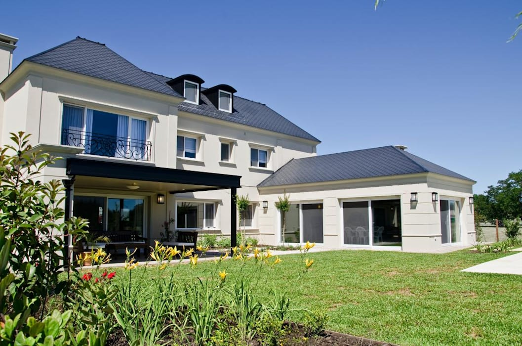 Maisons de style  par LLACAY arquitectos,