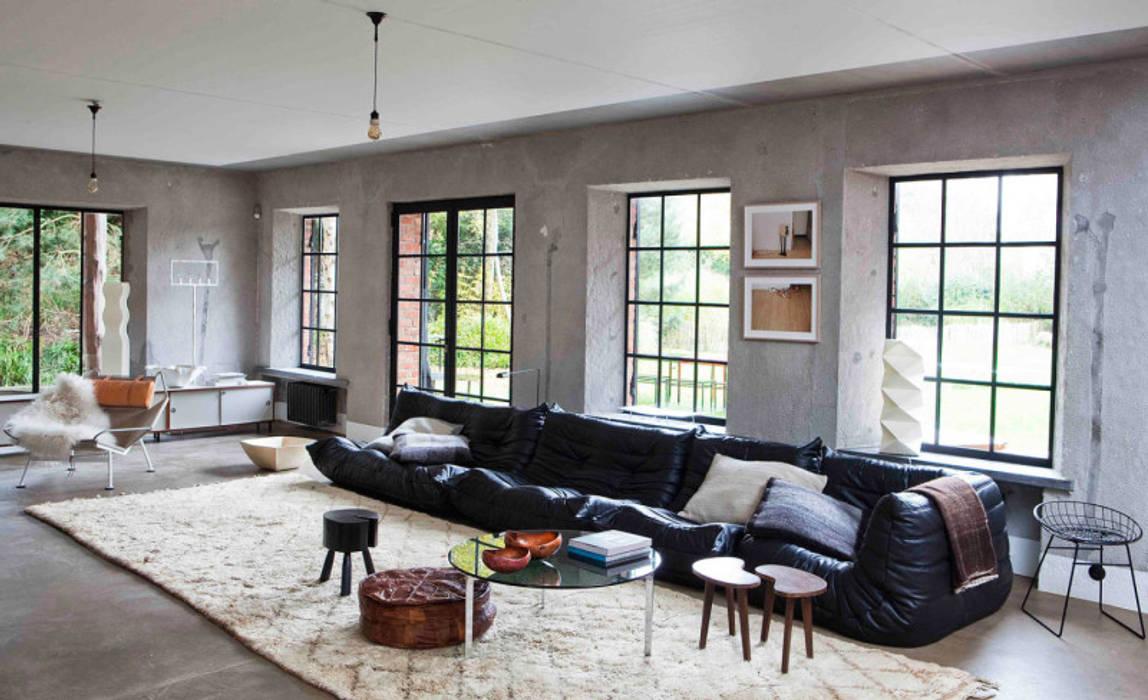 Lounge Room: Salas de estar  por No Place Like Home ®,