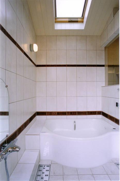 Baños de estilo ecléctico de 豊田空間デザイン室 一級建築士事務所 Ecléctico