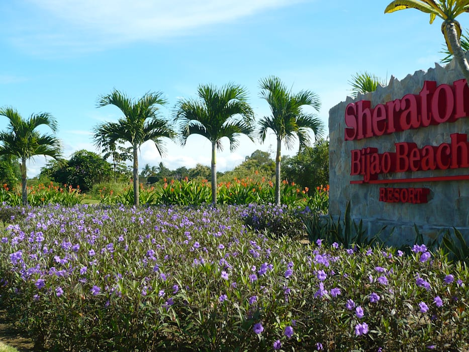 SHERATON BIJAO BEACH HOTEL - PLAYA BLANCA, PANAMA Tropical style garden by TARTE LANDSCAPES Tropical