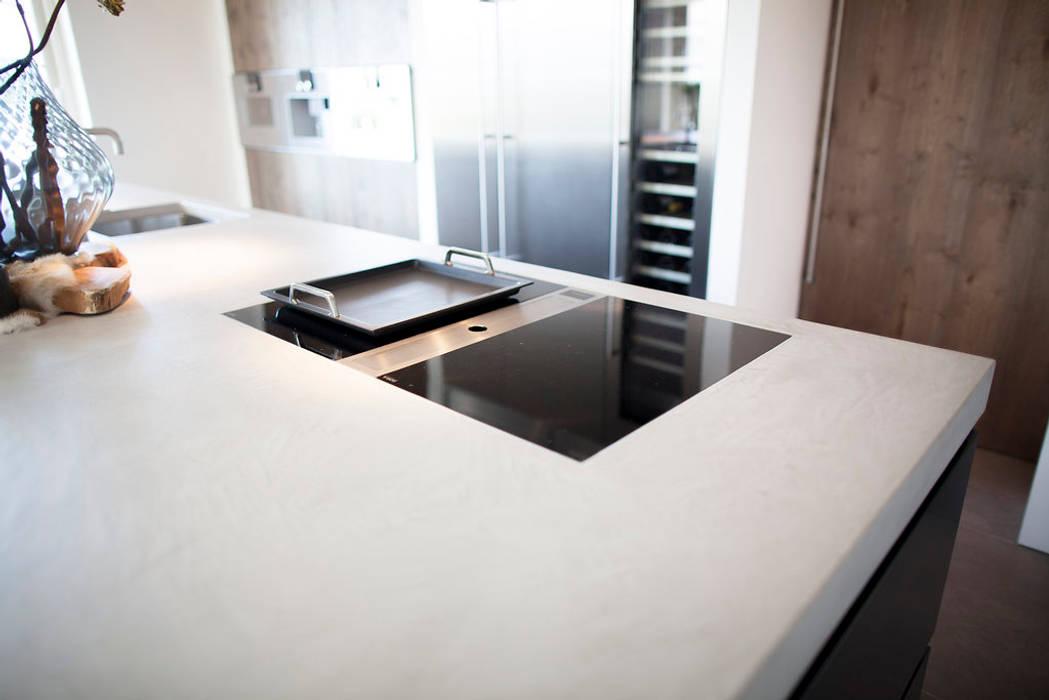 Keuken stoer gestoomd eiken in combinatie met mortex industriële