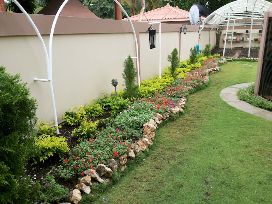 PRIVATE RESIDENCE - PANAMA CITY:  Garden by TARTE LANDSCAPES,