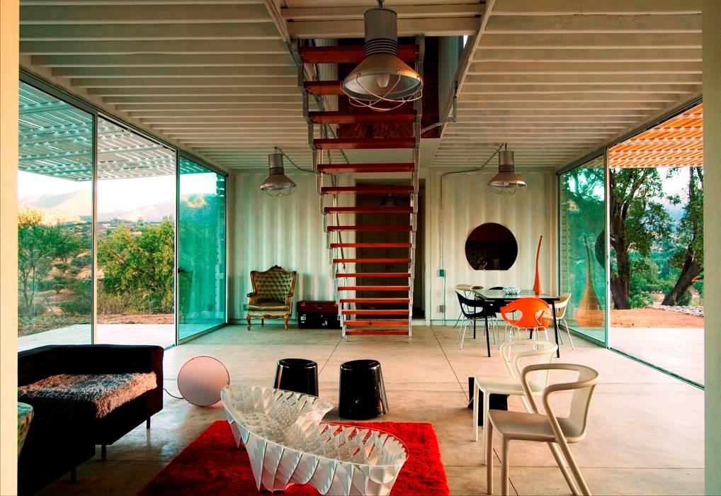 MANIFESTO HOUSE james&mau Salas de estilo industrial
