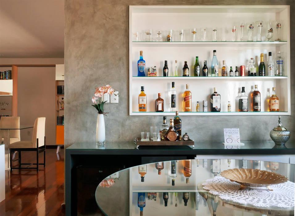 Bar: Adegas  por Ladrilho Urbanismo e Arquitetura,