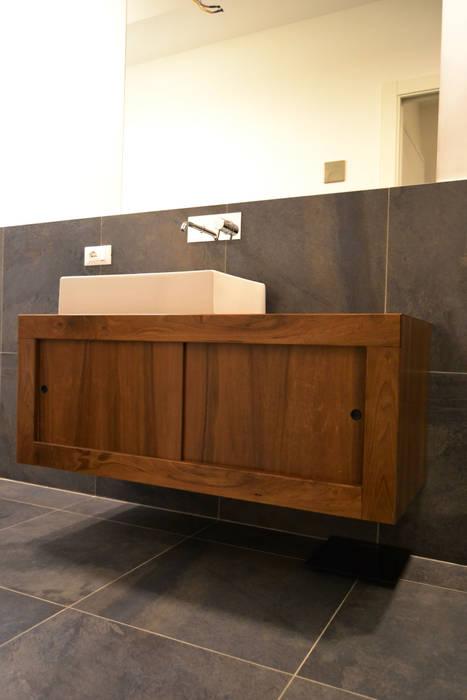 Bagno padronale. Mobile: Bagno in stile in stile Moderno di giorgio davide manzoni