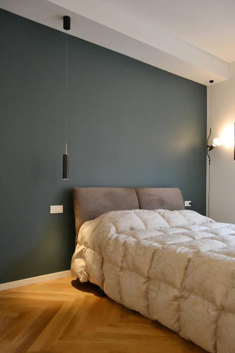 Camera Matrimoniale: Camera da letto in stile in stile Moderno di giorgio davide manzoni