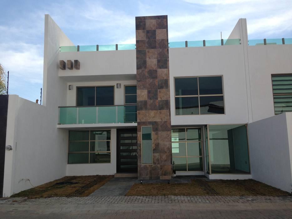 Fachada Casa en San Francisco huatengo Tulancingo: Casas de estilo minimalista por Navecsa Constructora