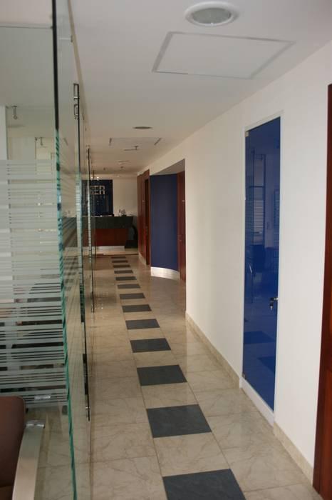 Couloir, entrée, escaliers modernes par bdl concept/studio Moderne