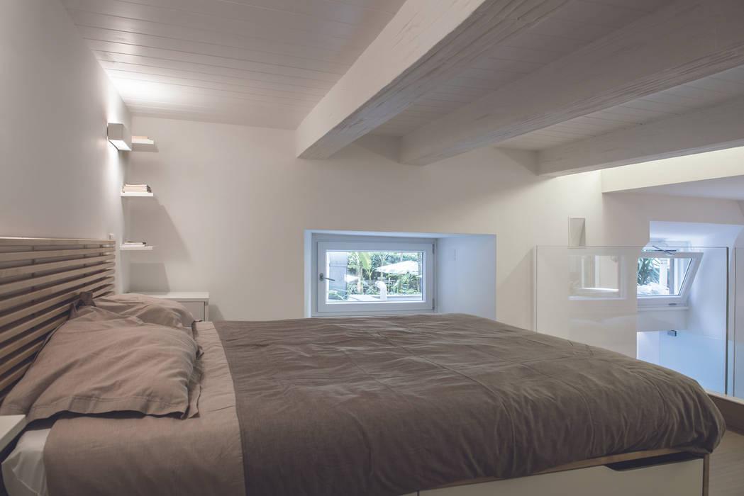 Loft a roma camera da letto in stile di studio acrivoulis for Interior design studio roma