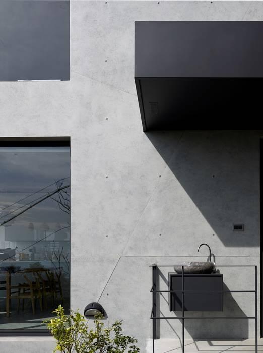 2號‧源 現代房屋設計點子、靈感 & 圖片 根據 圭侯 洪文諒空間設計 現代風