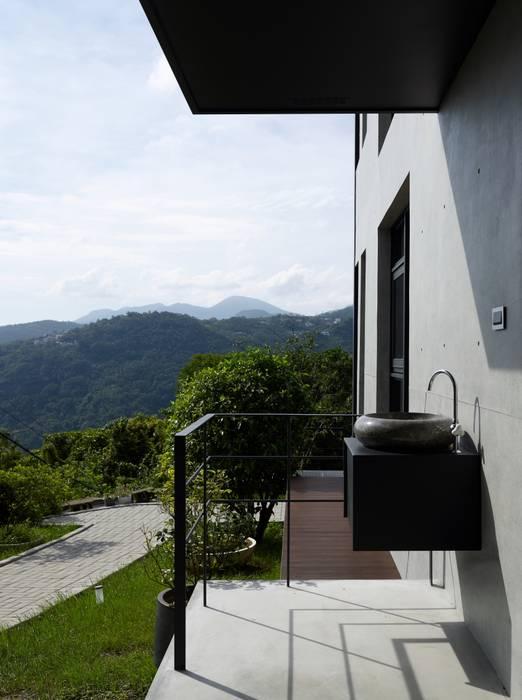 2號‧源 現代房屋設計點子、靈感 & 圖片 根據 洪文諒空間設計 現代風
