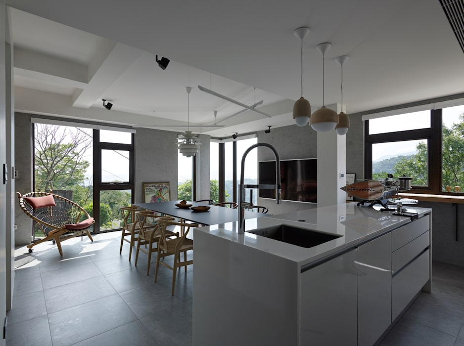 Dining room by 洪文諒空間設計,