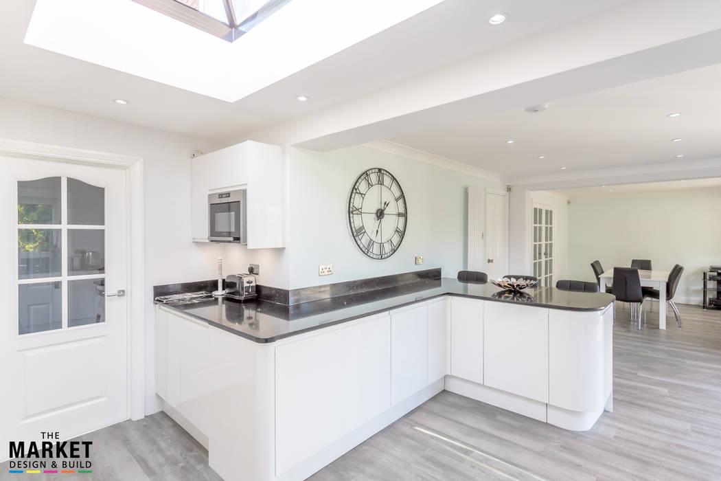 FEATURE WALL CLOCK Dapur Modern Oleh The Market Design & Build Modern