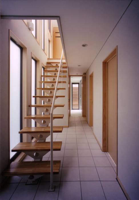 豊田空間デザイン室 一級建築士事務所 Scandinavian style corridor, hallway& stairs