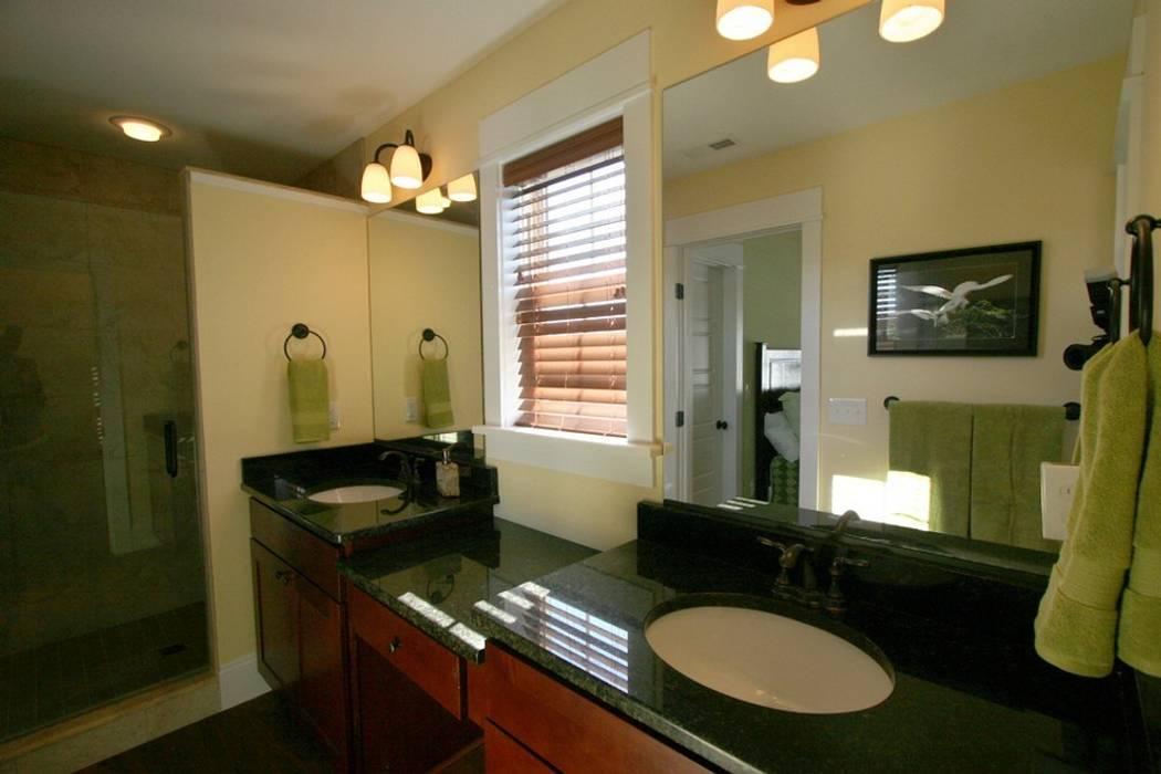 Nowoczesna łazienka od Outer Banks Renovation & Construction Nowoczesny