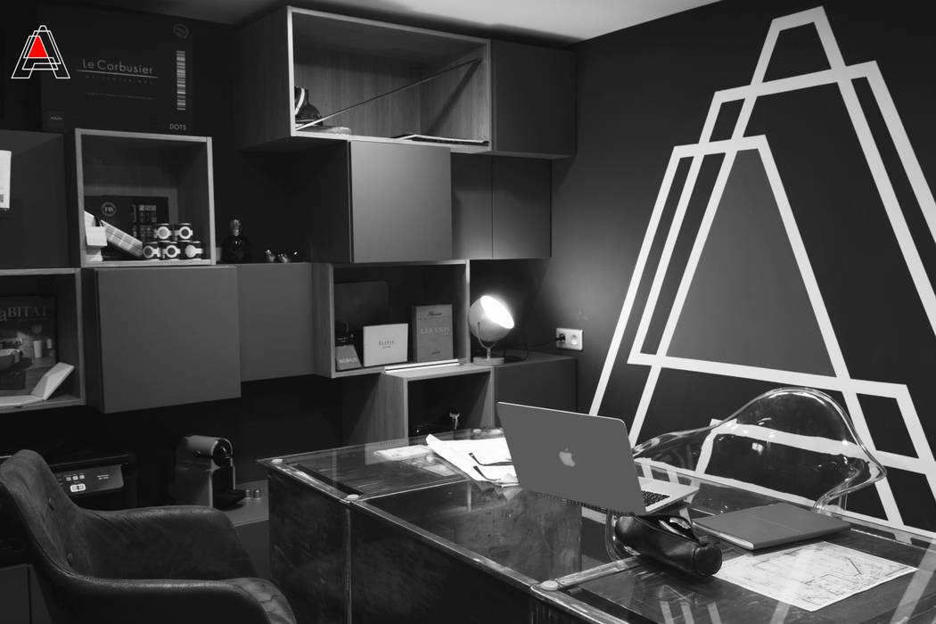 Espace bureau: Bureaux de style  par Agence Adeline Allard